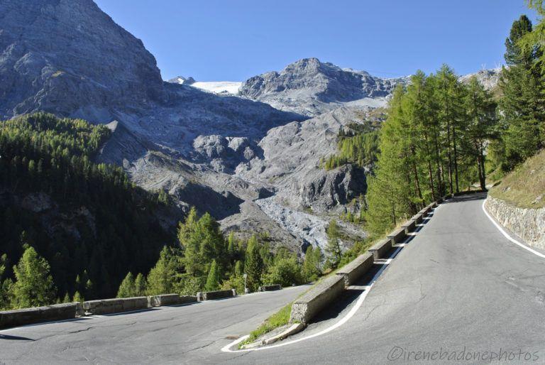 Primi tornanti e panorama sul ghiacciaio