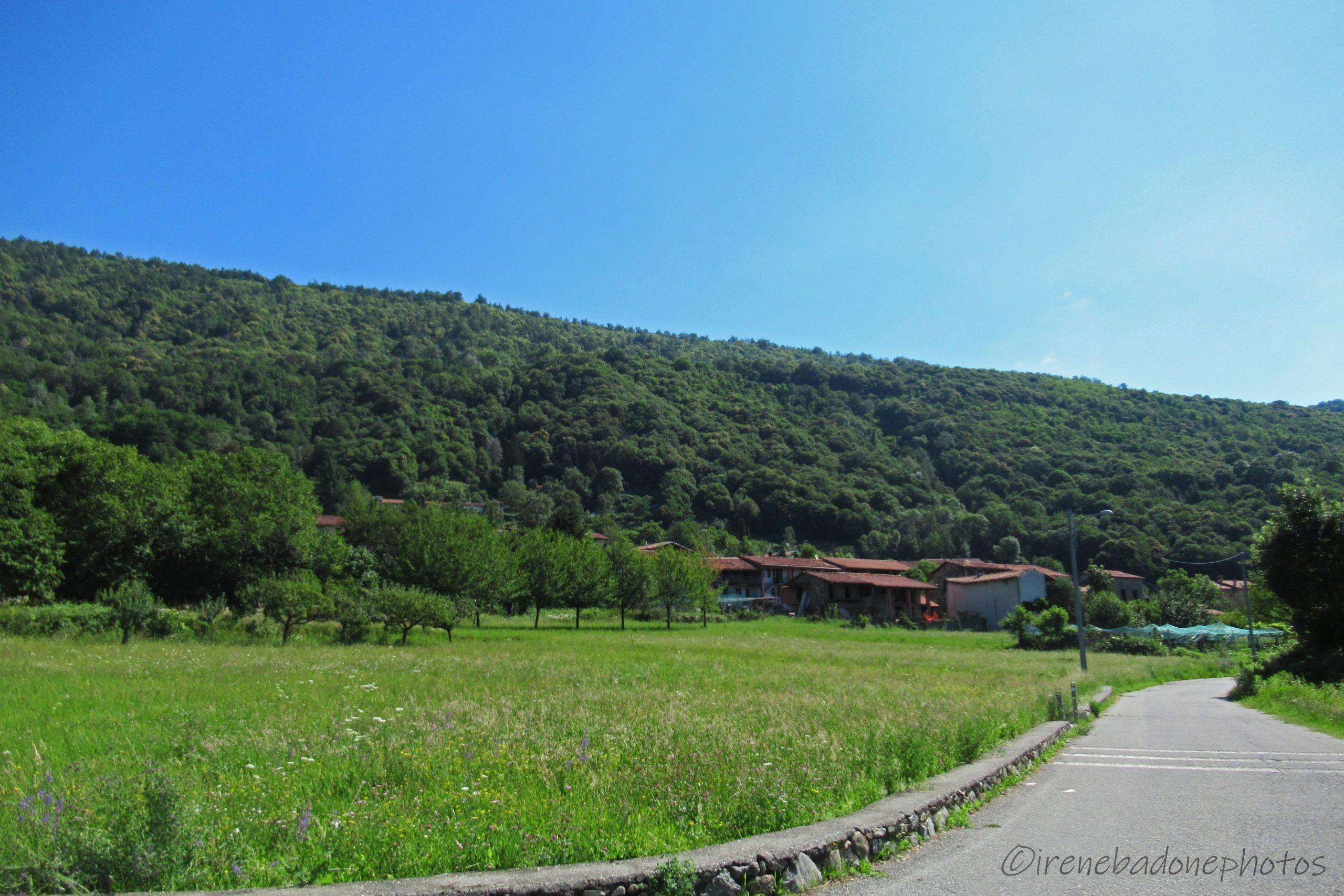 La partenza, ai piedi della Serra sul versante Canavese