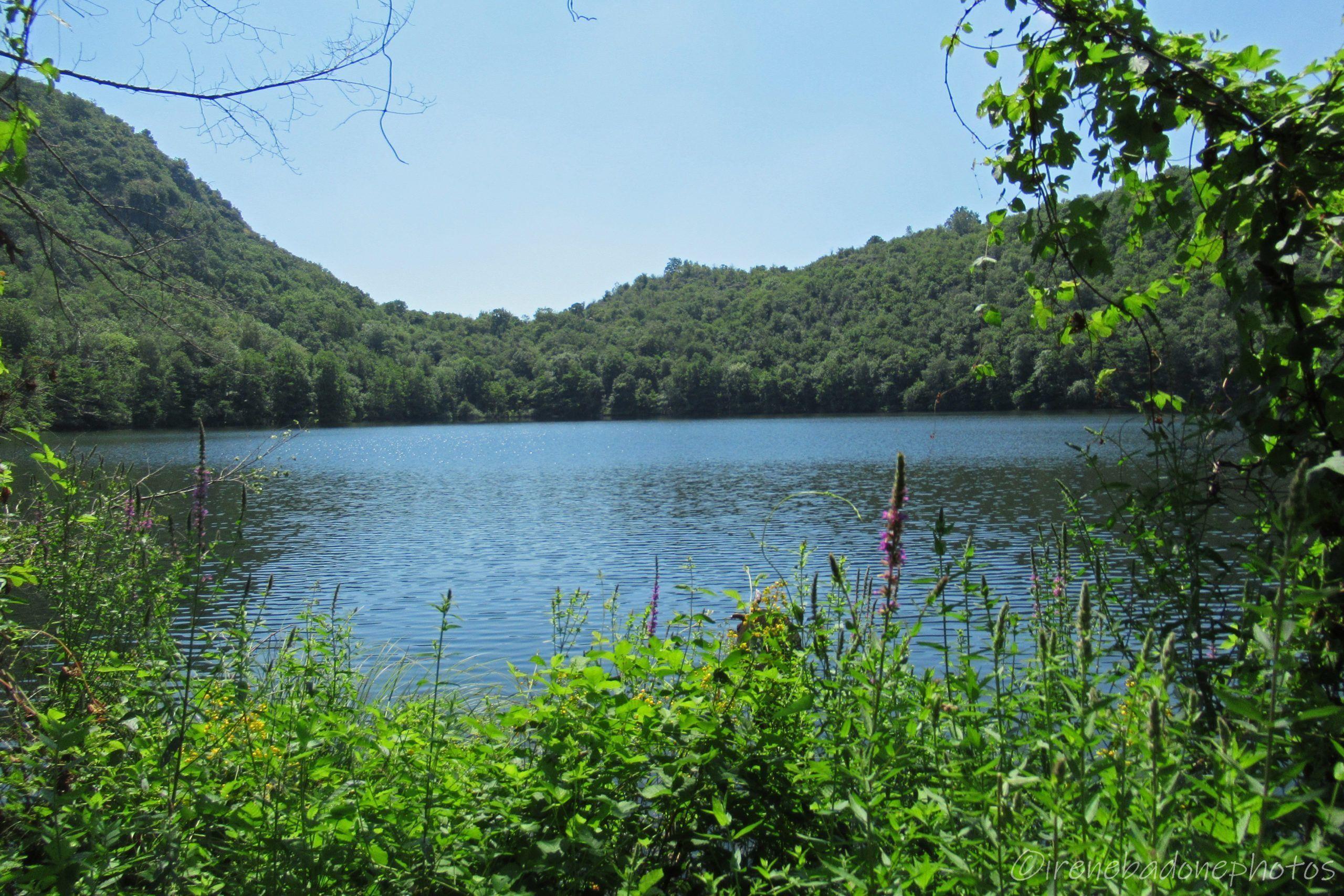 Sulla sponda del Lago Nero