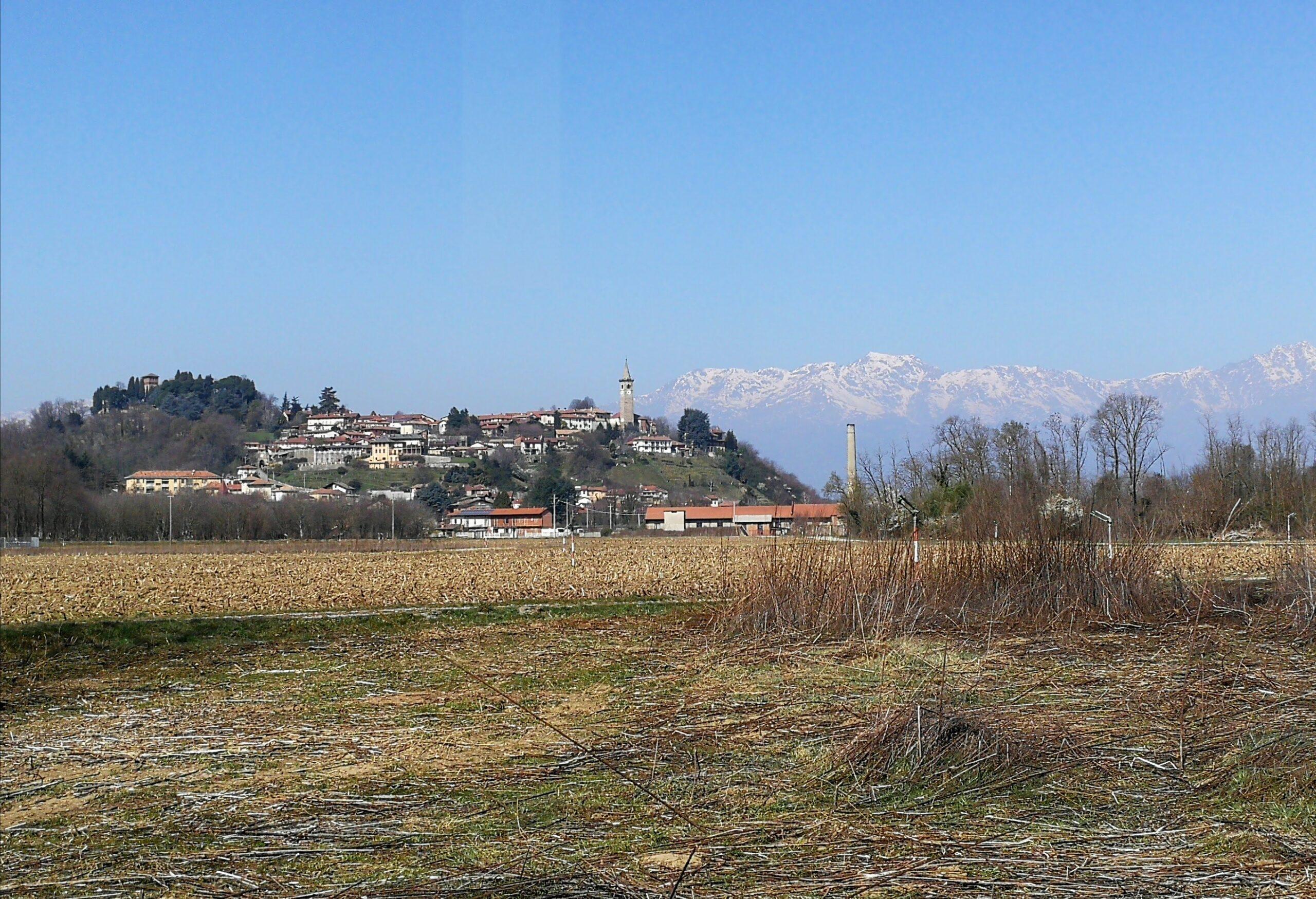 Vista sul borgo di Salussola